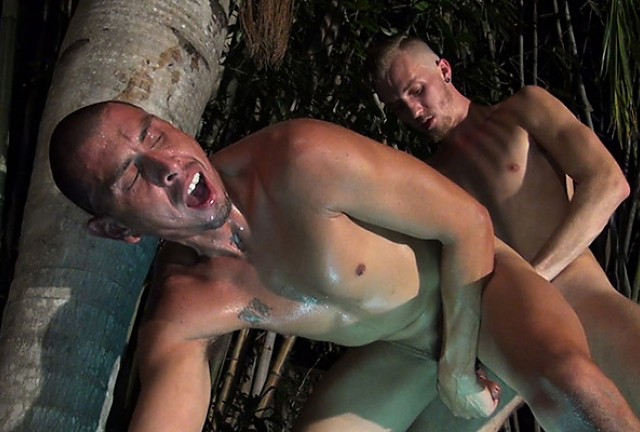 Luke Wilde Barebacks Crash Michael's Hot Hole